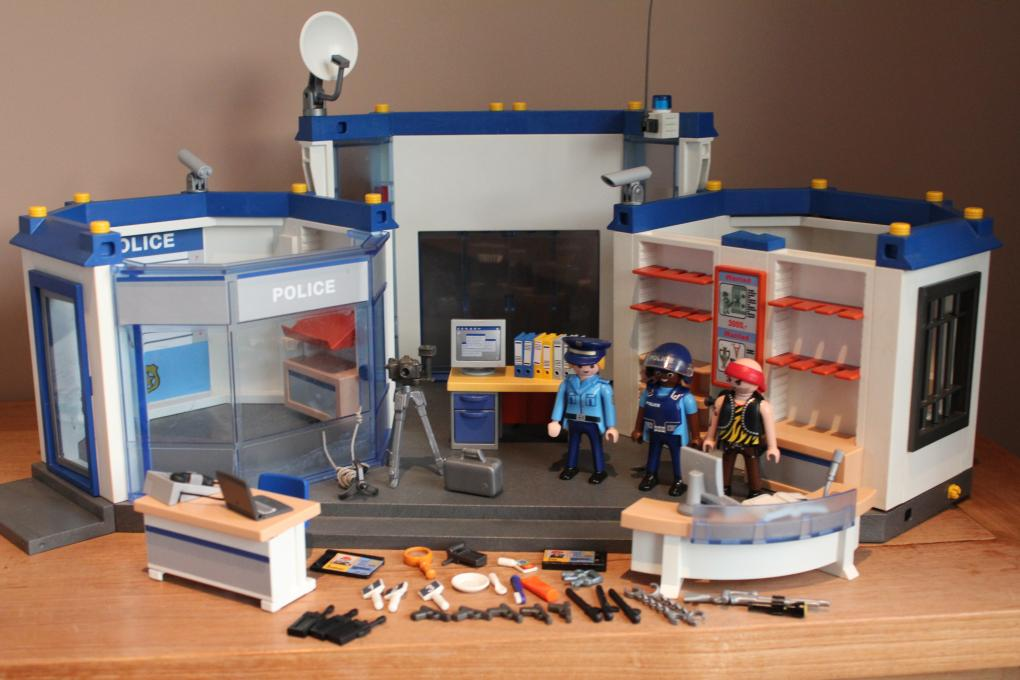 playmobil politie bureau 4263 2e hands playmo. Black Bedroom Furniture Sets. Home Design Ideas